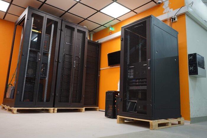 Norske entusiaster er i verdenstoppen på Folding@Home: –Vi måtte leie egne lokaler for å få plass til alt utstyret